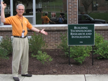 Norman Durfee, project manager at Oak Ridge National Laboratory, stands in front of Building 3156, the first DOE retrofit office building to receive a net-zero designation. | Department of Energy Photo | Courtesy of Oak Ridge National Laboratory | Public Domain |
