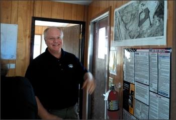 Rich Bush, DOE Site Manager, explains the Grand Junction, Colorado, Disposal Site to Colorado Mesa University students.