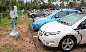 Plug-in vehicles using electric vehicle supply equipment (EVSE) in Oahu, Hawaii.   Photo by Better Place, NREL 22255