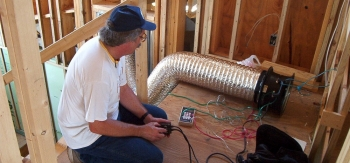Make sure that you hire accredited and certified workers for your home energy projects. <em>Photo courtesy of NREL 6307614</em>