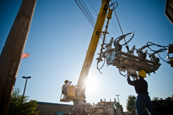 A crew from Electric Power Board (EPB) of Chattanooga, TN,  install an S&C IntelliRupter PulseCloser on its distribution network. EPB is installing more than 1,000 of the smart switches which can detect customer outages remotely, isolate damaged sections of the power lines and quickly restore power to customers.  | Photo courtesy of EPB Chattanooga