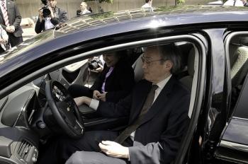 Secretary Steven Chu and CEQ Chair Nancy Sutley testing a Chevy Volt | Photo: Dept of Energy