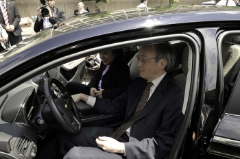 Secretary Steven Chu and CEQ Chair Nancy Sutley testing a Chevy Volt | Photo: Dept of Energy