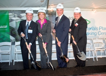 Randy Turk, Elyria Site Manager; Rep. Betty Sutton (OH); Frank Bozich, President Catalysts, BASF and Patrick Davis, DOE Program Manager participate in groundbreaking ceremony for BASF battery materials plant in Elyria, Ohio  | Photo Courtesy of Nat Clymer Photography, LLC |