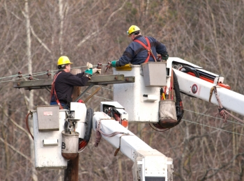 Workers repair power lines in the Mid-Atlantic shortly after Hurricane Sandy. | Photo courtesy of the Energy Department.