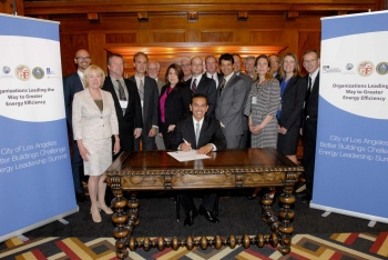 Mayor Antonio Villaraigosa and the Founding Partners of Los Angeles Better Buildings Challenge sign commitments to reduce energy use in their buildings. | Photo courtesy of the City of Los Angeles.