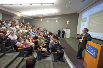 Secretary Chu speaks with Lawrence Berkley National Laboratory employees. | Energy Image