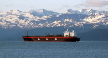 A tanker carries liquified natural gas (LNG) off the coast of Homer, Alaska. | Photo courtesy of the Federal Energy Regulatory Commission.