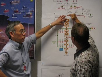 Sec. Chu working on solutions to the BP Oil spill with a member of the Federal Science Team. | Energy Department Photo |
