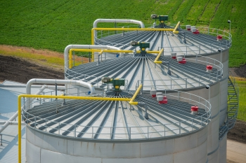 Fermentation tanks at POET-DSM's Project LIBERTY biorefinery in Emmetsburg, Iowa. The biorefinery uses a biological process to convert post-harvest corn stover into biofuel. | Photo courtesy of POET-DSM