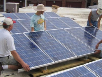 Community members install the New Bohemia solar project in 2005 in Cedar Rapids, Iowa. | Photo courtesy of Rich Dana