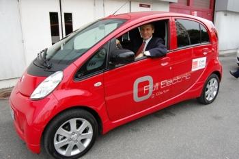 David Sandalow at the Paris Auto Show   DOE photo