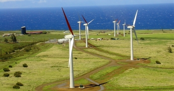 Photo of wind turbines at Hawaii Renewable Development, located on the Northern tip of Hawaii at Upolu Point.The project utilizes 16 Vestas V-47 660kW turbines, spread over approximately 250 acres. | Photo from Hawaiian Electric Light Company, NREL 14697
