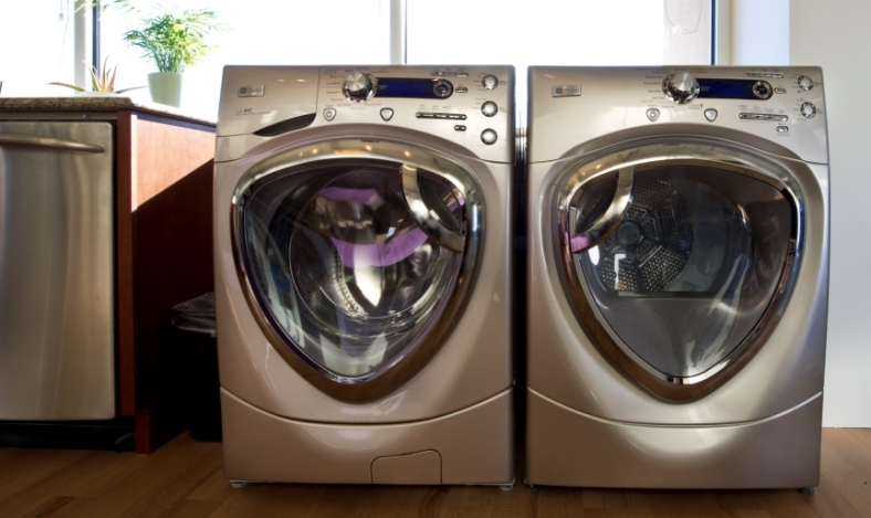 Choose efficient appliances and use them wisely to save money and energy. | Photo courtesy of Dennis Schroeder/NREL.