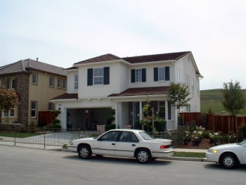 Production builder Centex Homes built ultra-efficient model homes in San Ramon, California.'s Aventura and Lunaria community developments. Credit: Davis Energy Group.