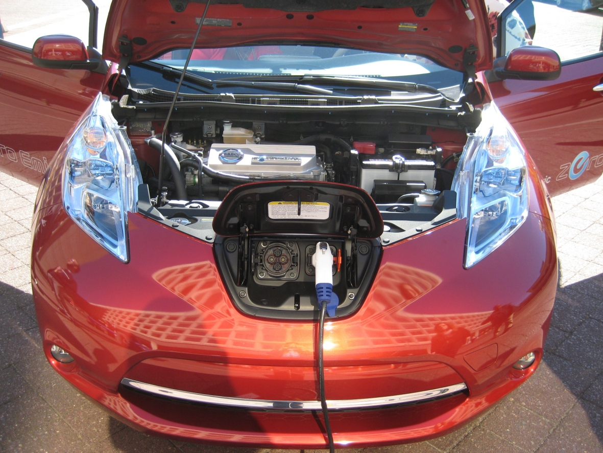 Where is the battery in a car - Electric Car Safety Maintenance And Battery Life