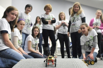 Photo of the Week: Women in STEM Introducing Girls to Engineering