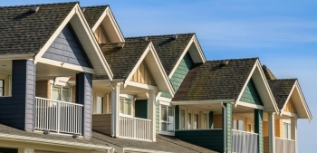 A photo of townhouses in a row.