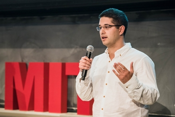 Infinite Cooling's Karim Khalil presents at the MIT $100K Pitch Competition Nov. 1, 2016.