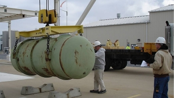 Mid-America Conversion Services workers move a Depleted Uranium Hexafluoride storage cylinder at the Paducah plant.