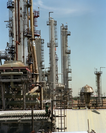A refinery where hydrogen is produced via natural gas reforming