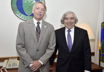 Photograph of NPS Director Jonathan Jarvis and Secretary of Energy Ernest Moniz