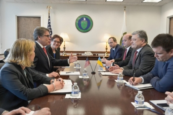 U.S. DOE Secretary Rick Perry with Ukraine President Mr. Poroshenko