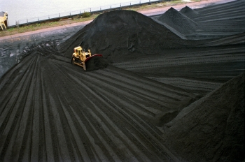 Image of bulldozer moving coal