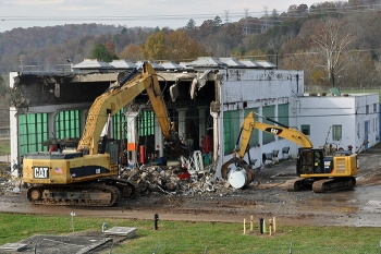 URS | CH2M Oak Ridge workers demolished the K-802 Pumphouse at East Tennessee Technology Park during the April-September 2017 fee evaluation period.