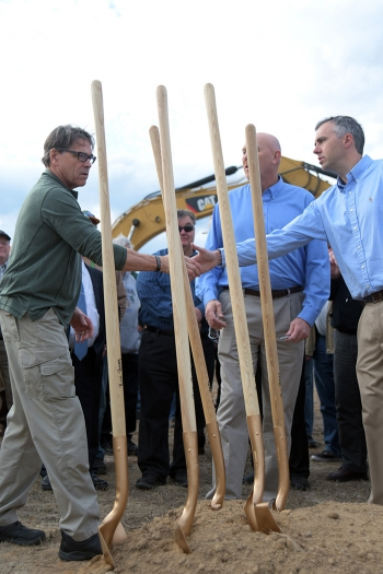 Energy Secretary Rick Perry (left) shakes hands with Saltstone Disposal Unit (SDU) 7 Project Manager Craig Carlisle at the SDU 7 groundbreaking.