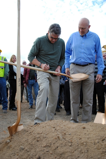 Energy Secretary Rick Perry signs a groundbreaking shovel with SDU 7 Federal Project Director Shayne Farrell.