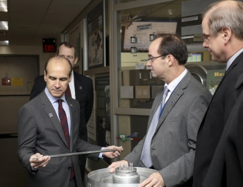 Undersecretary Menezes visits Oak Ridge National Lab