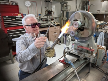 glassblowers at argonne national laboratory