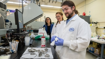 Argonne's Maria De La Cinta Lorenzo Martin oversees Northwestern University interns Ally O'Donnell and Jacob Hechter.