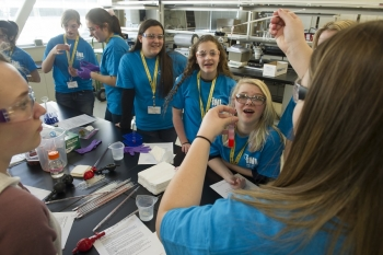 Students at INL in Engineering Week activities