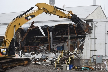 The Oak Ridge Office of Environmental Management and cleanup contractor UCOR began demolition this week on Building K-1037 at the East Tennessee Technology Park. The project is scheduled for completion later this year.