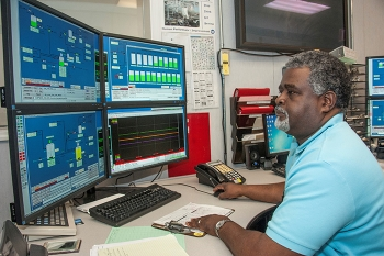 Operator Larry Bias works at the Distributed Control System in H Canyon. Bias is one of the approximately 260 employees participating in continuing training at the Savannah River Site.