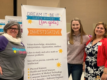 Volunteers at the EM Hanford Site are reaching out to female students to promote the importance of science, technology, engineering, and mathematics.