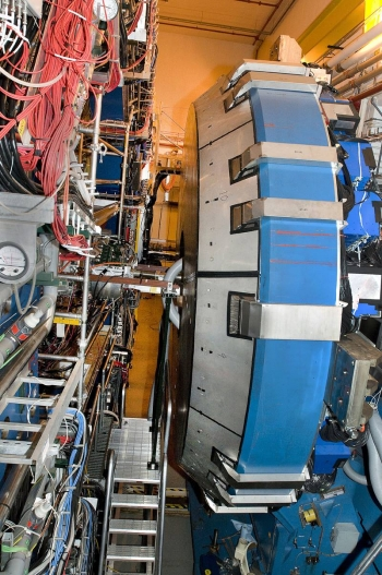 This side view of the STAR detector at the Relativistic Heavy Ion Collider (RHIC) shows the endcap electromagnetic calorimeter.