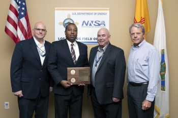 Noel Johnson receives his NNSA Security Manager of the Year award