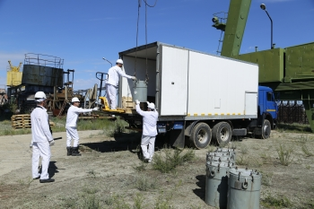 Baikal-1 personnel unloading transport casks containing sources returned from Mangystau Atomic Energy Complex-Kazatomprom (MAEC).
