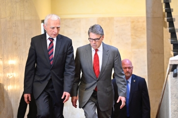 Secretary Rick Perry (right) and Polish Minister Piotr Naimski (left) in Warsaw, Poland.