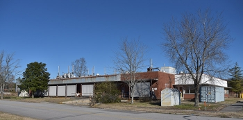 A view of Oak Ridge's K-1006 Building before demolition. The building was constructed in 1962 to support operations at the site.