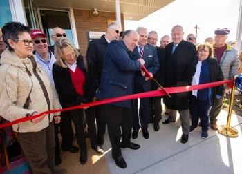 UnderSecretary for Science PaulDabbarcuts ceremonial ribbon to mark the grand opening of the OakRidgeK-25 History Center on Feb. 27, 2020.