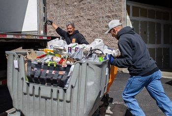 Los Alamos National Laboratory employees rise to the challenge to help New Mexicans in need during the COVID-19 pandemic.