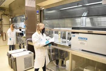 Chemists Kay Keltner, left, and Jaime Edwards are part of a team at Hanford's Waste Treatment and Immobilization Plant that is integrating scientific instruments inside the Analytical Laboratory.