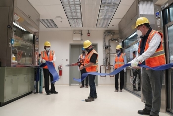 Energy Secretary Dan Brouillette, flanked by U.S. Rep. Cathy McMorris Rodgers and Energy Under Secretary for Science Paul Dabbar, cut a ribbon to commemorate the completion of startup testing.