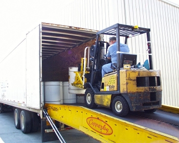 An Oak Ridge worker loads the last of all containers of stored wastes from the East Tennessee Technology Park for shipment to off-site disposal facilities, eliminating all wastes managed under the Resource Conservation and Recovery Act from the site.