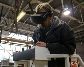 An aerial lift virtual reality training program has allowed operators to practice motor skills and improve their performance in a risk-free environment.