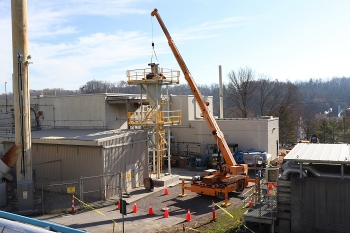 Crews install an 11,000-pound, 35-foot-tall silo that can hold 10,000 pounds of dry cement. Cement from the silo will be transferred to tanks containing the downblended uranium-233 to solidify the material and make it safe for transportation and disposal.